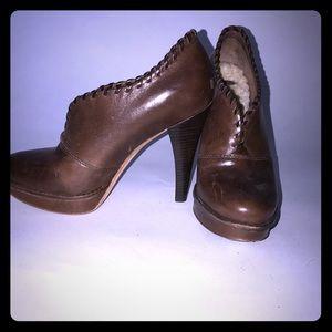 UGG heeled bootie